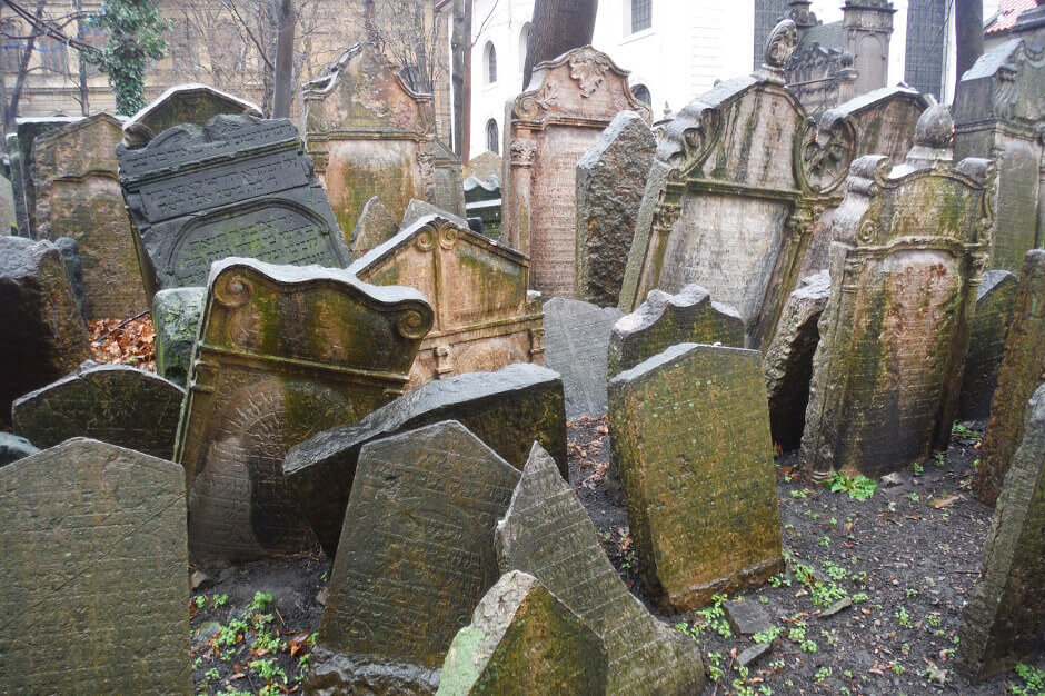Vieilles tombes juives à Prague.