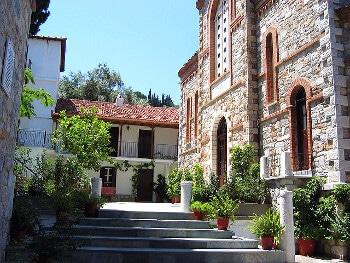Une église à Skopelos.
