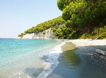 Une plage de l'île de Skopelos.