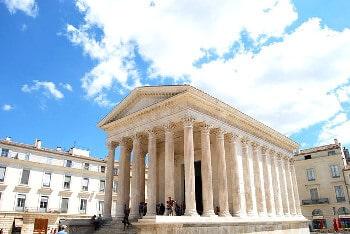 Temple romain à Nîmes.