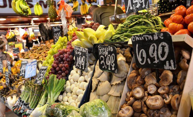 Étal d'un marché à Barcelone.