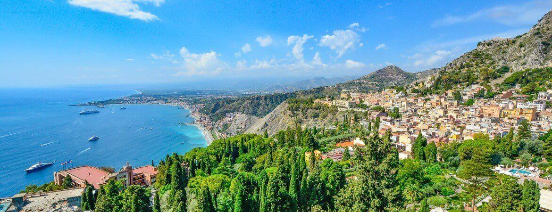 Panorama sur la côte de Sicile.