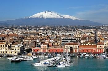 Vue de Catane en Sicile.