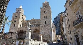 Façade d'une église en Sicile.