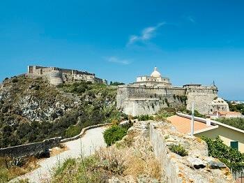 Un château en Sicile.
