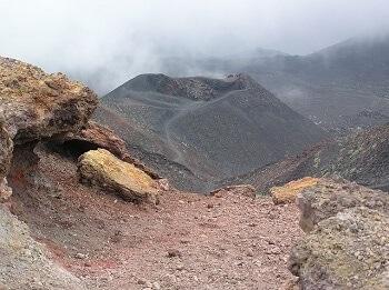 Le cratère de l'Etna en Sicile.