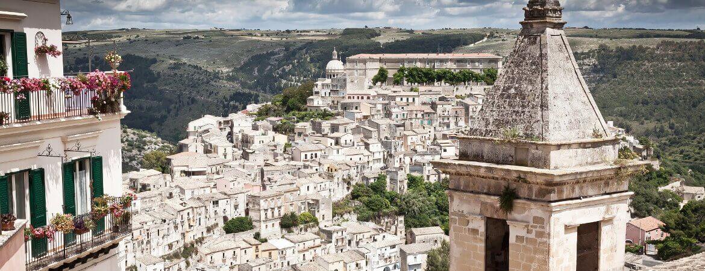 Panorama de la ville de Raguse en Sicile.