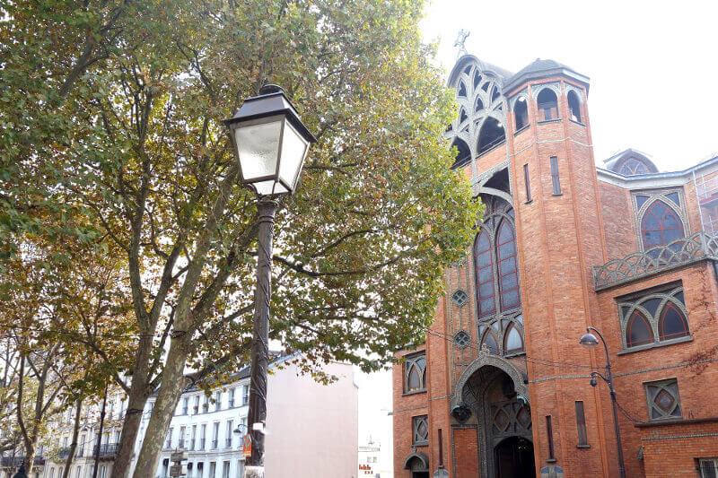 Église de brique de Montmartre, à Paris