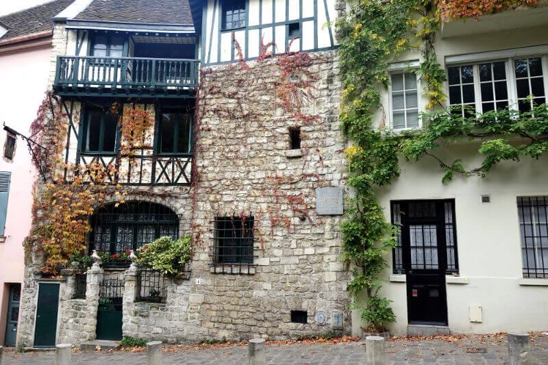Maison à colombages à Montmartre, à Paris.