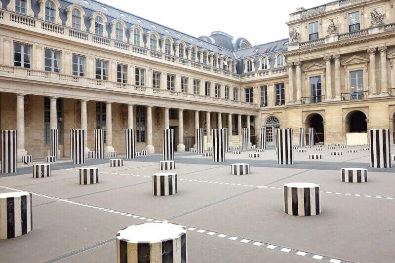Les Colonnes de Buren à Paris.