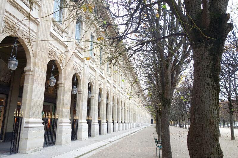 Galerie des jardins du Palais-Royal à Paris.