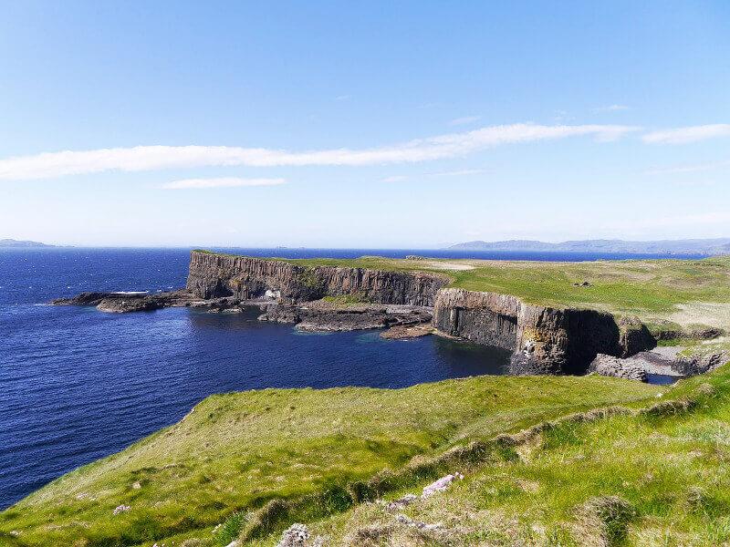 Vue de l'île de Staffa en Ecosse.