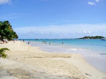 Plage au Gosier en Guadeloupe.