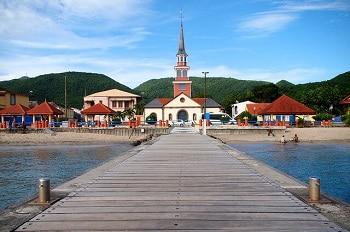 Un village au bord de mer en Martinique.