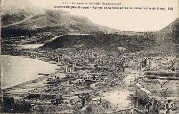 Saint-Pierre après l'éruption de la Montagne Pelée.