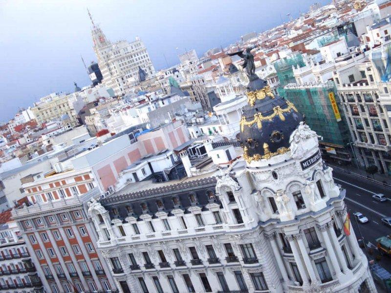 Vue sur une grande rue de Madrid,