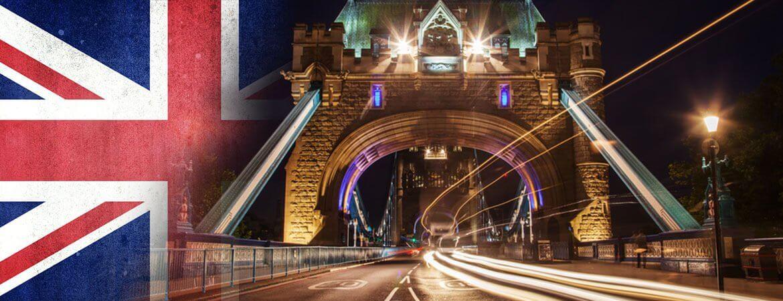 Tower Bridge de Londres et Union Jack.