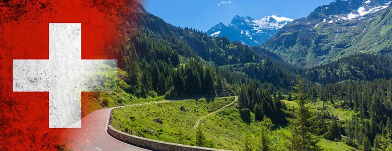 Route et drapeau suisse.
