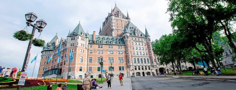 Château rouge au Canada.