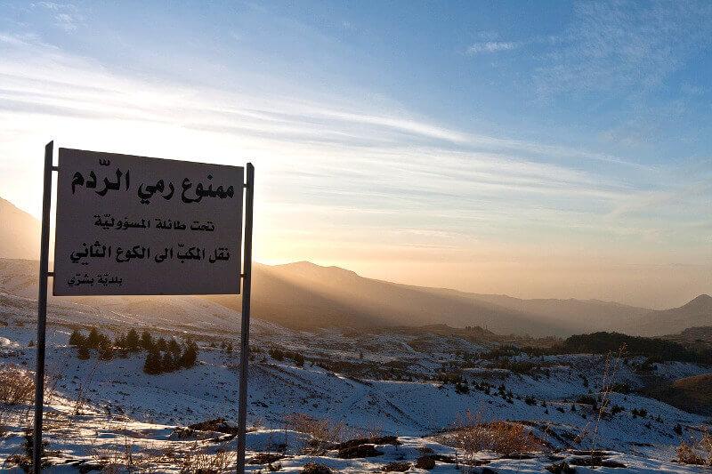 Lever de soleil sur une montagne.