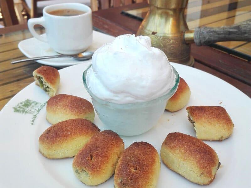 Café gourmand au Liban.