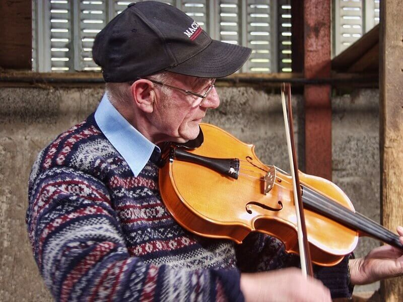 Violoniste en Écosse.
