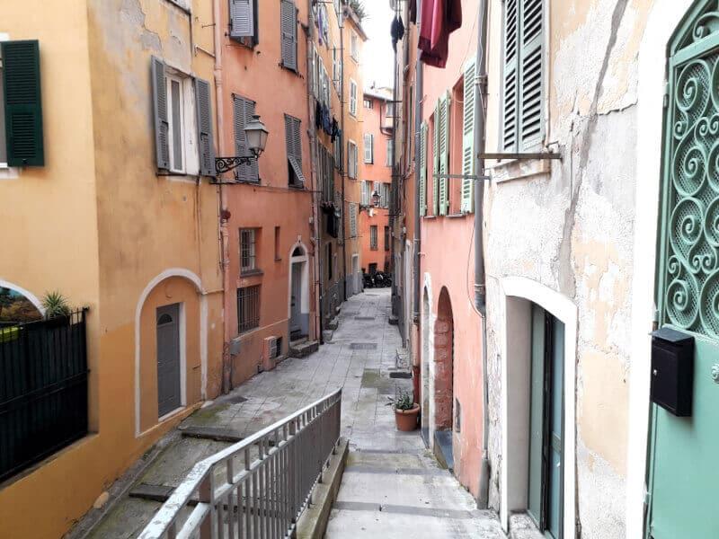 Une ruelle du Vieux-Nice.