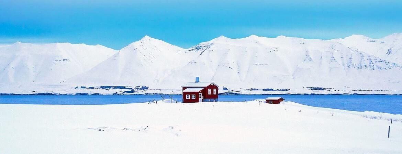 Paysage islandais sous la neige.