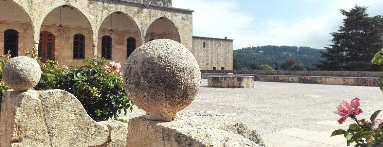 Cour d'un château au Liban.
