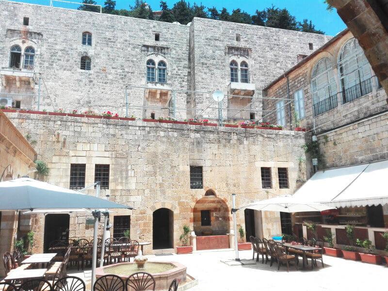 Cour d'un palais au Liban.