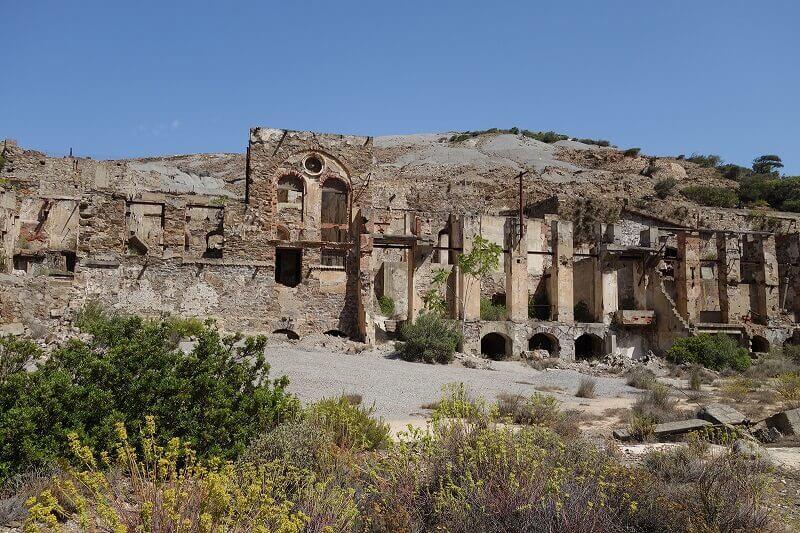 Usine en ruines en Sardaigne.