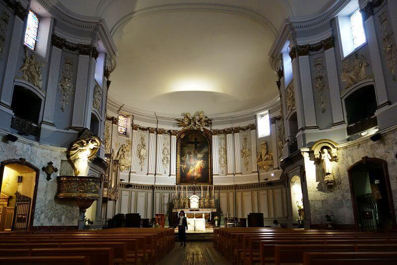 Intérieur d'une église toulousaine.