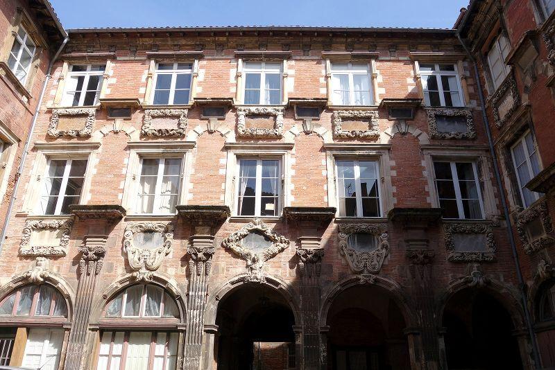 Cour d'un palais à Toulouse.