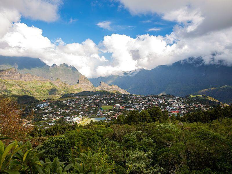 Cirque montagneux à La Réunion.