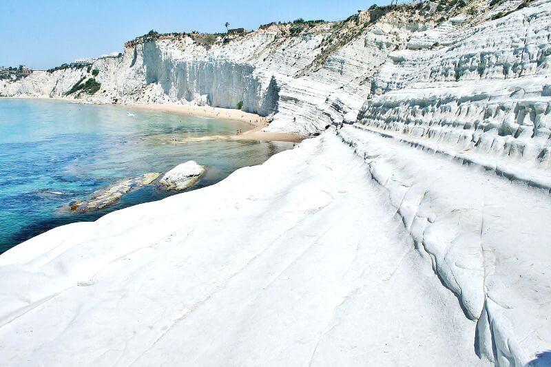 Falaise blanche en Sicile.