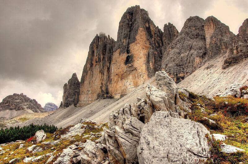 Falaises dans les Dolomites.