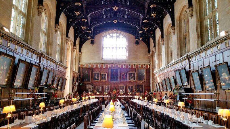 Une salle médiévale en Angleterre.