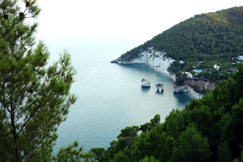 Vue de la côte des Pouilles en Italie.