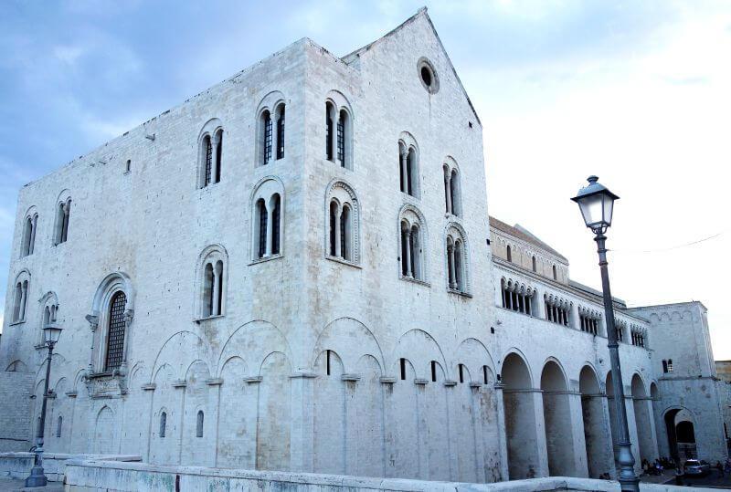 Église médiévale à Bari.