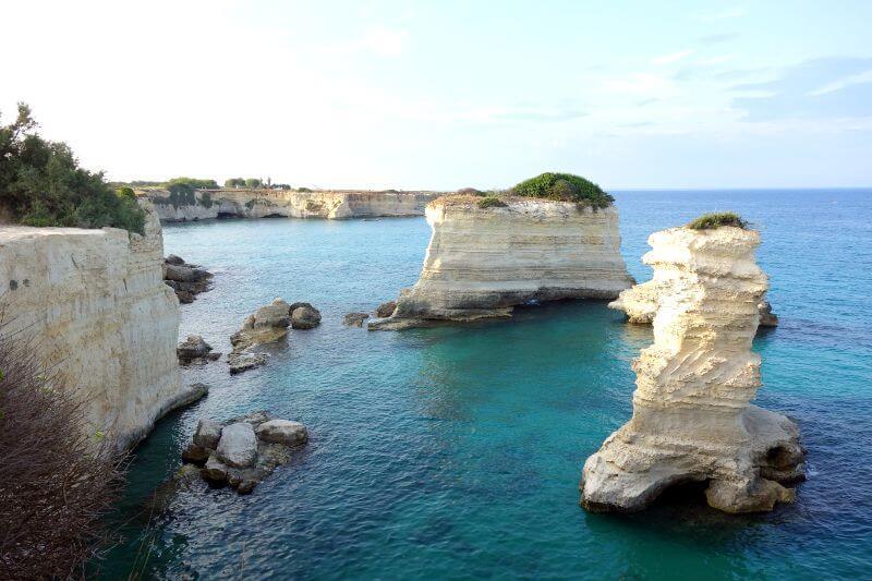 Falaises et récifs en Italie.