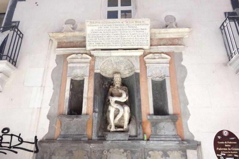 Statue à Palerme en Sicile.