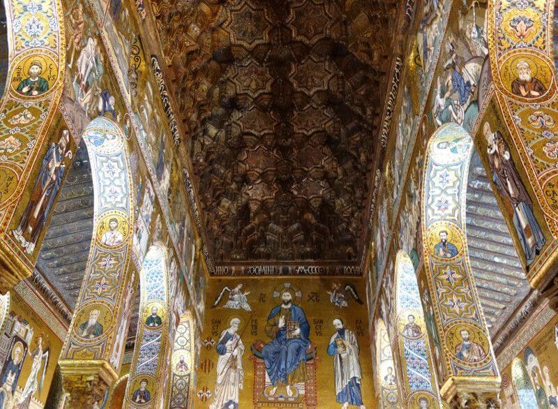 Intérieur d'une église à Palerme.