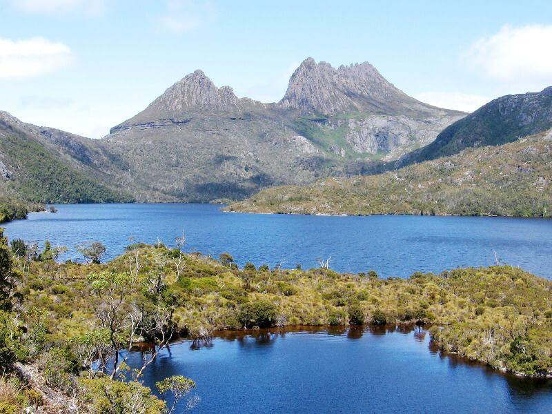 Montagne et lacs en Tasmanie.
