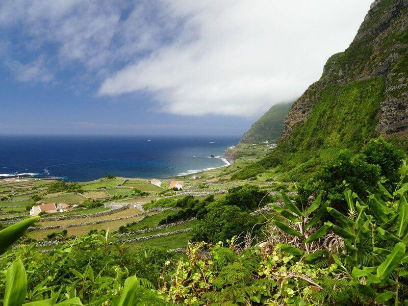 Paysage côtier des Açores.