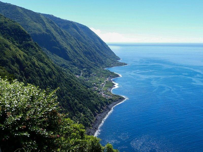 Falaises aux Açores.