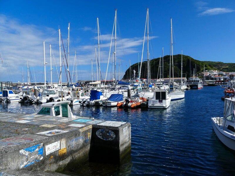 Un petit port aux Açores.