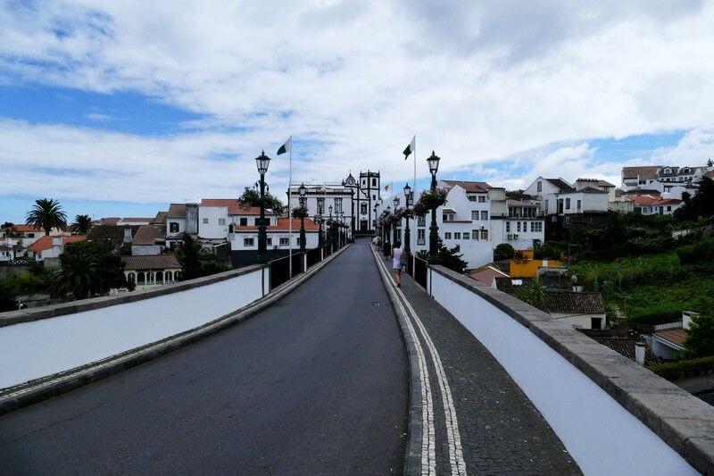 Un village aux Açores.