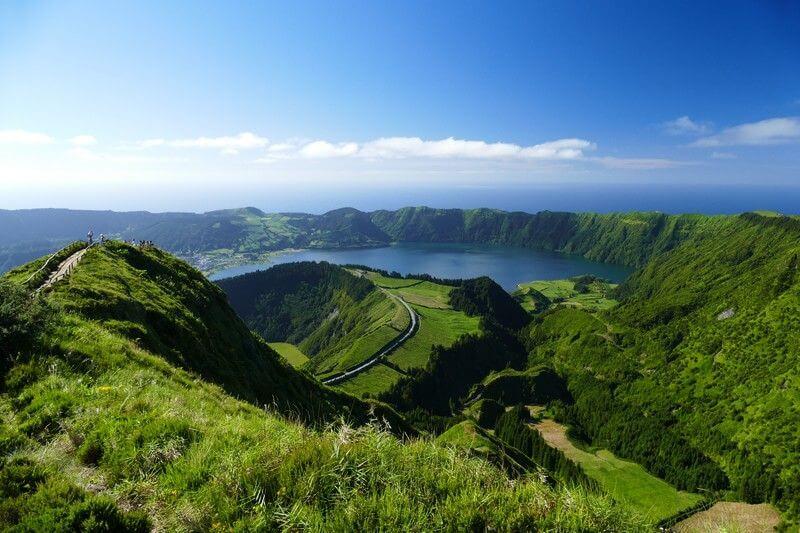 Montagnes aux Açores.