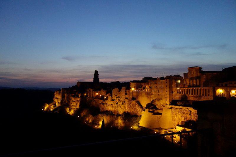 Le village de Pitigliano en Toscane.