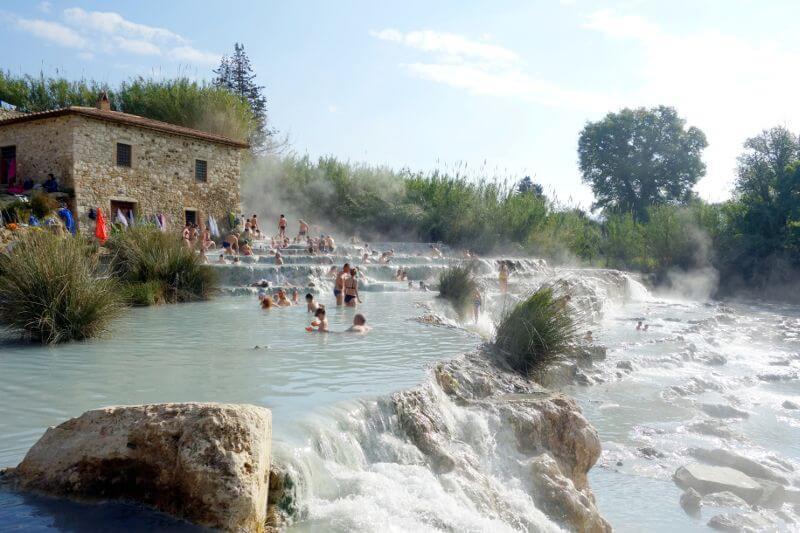Piscine naturelle en Toscane.